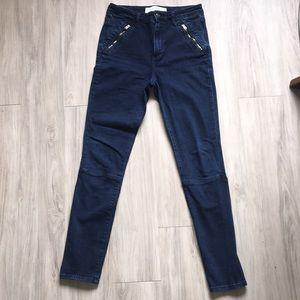 Dark jeans with zipper detailing